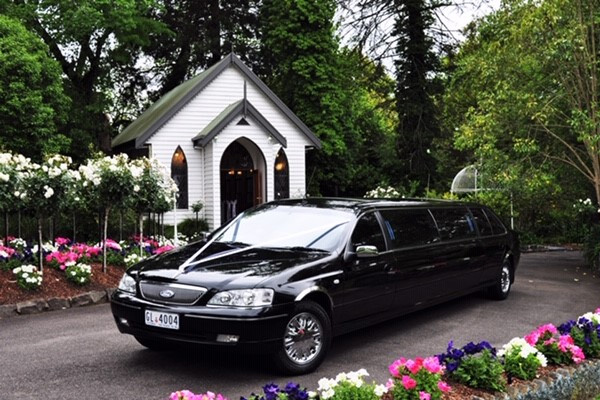 Victorian Wedding Car Association - Difference Between a Limousine and Stretch Limo - Classic Stretch Limo